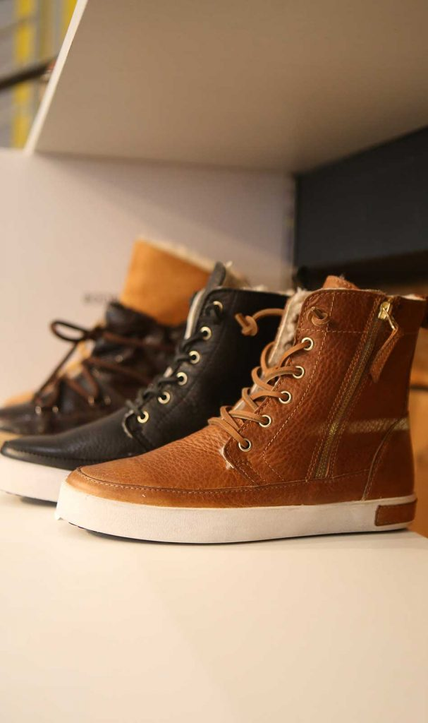 L'Entrepôt à Marseille vous propose un service de click and collecte pour vos l'achat de vos paires de chaussures.