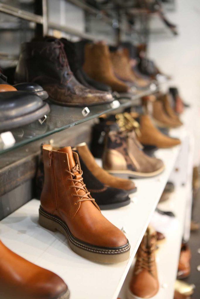 L'Entrepôt est une boutique de chaussures pour femmes, hommes et enfants à Marseille.